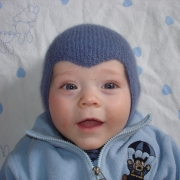 Babymössa hjälm  - Stickbeskrivning