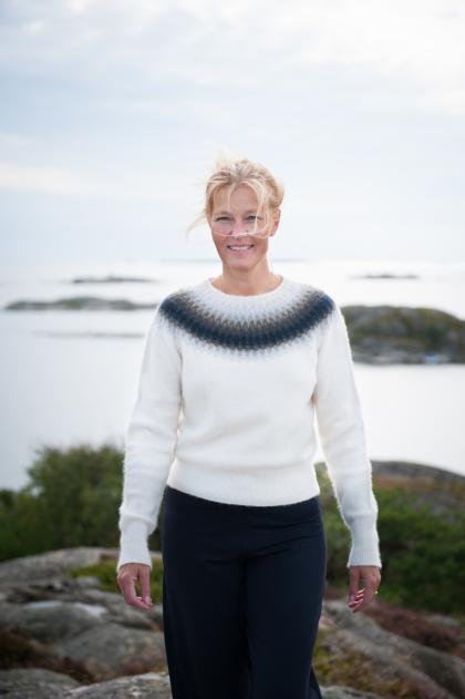 """""""Regnmoln"""" jumper. Modellen kan även stickas som kofta. Foto Karin Björk"""