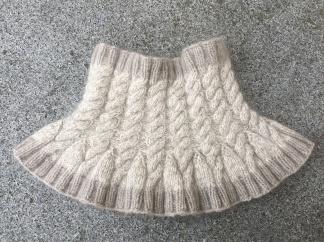 Halskrage med flätor - Stickpaket halskrage med flätor naturgrå/vit