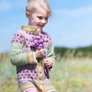 Jacka med strandnejlikor 5-6 år stickpaket