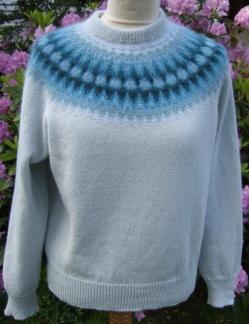 Blå Blomman pullover cardigan Bohus Stickning - Blå Blomman jumper/kofta kit