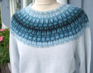 Gallret Blått pullover cardigan Bohus Stickning - Gallret Blått jumper/kofta kit