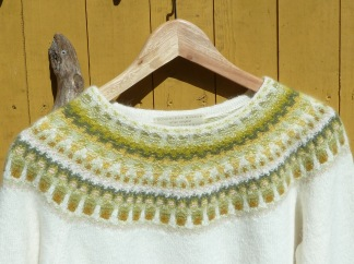 Lemon Vit pullover cardigan Bohus Stickning - Lemon vit jumper/kofta kit