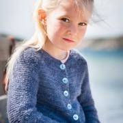 Stickbeskrivning till rätstickat kofta i angora/merino till barn 2-12 år