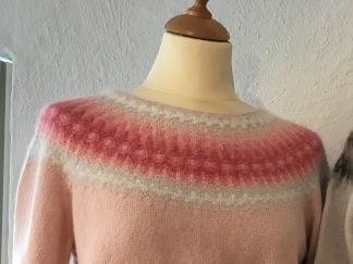 Den Skära Blomman pullover cardigan Bohus Stickning - Den Skära Blomman jumper/kofta kit