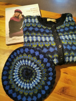 Royal Blue tam and cardigan with patterned fronts. Photo P. Silfverberg