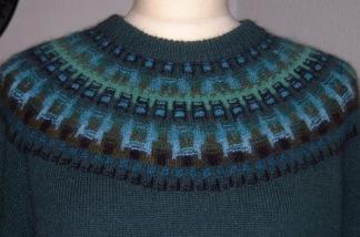 Skogsmörkret Grön pullover cardigan Bohus Stickning - Skogsmörkret Grön bf jumper/kofta kit