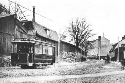 Motorvagn nr 2 på väg från Tegelviksgatan (Folkungagatan) - till Slussen. SSB = Södra spårvägsbolaget C:a 1905-1910