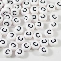Vita bokstavspärlor *C*