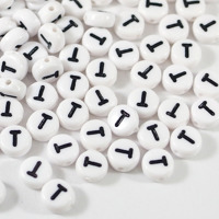 Vita bokstavspärlor *T*
