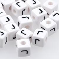 Vita bokstavspärlor kub 10mm *J*