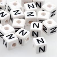 Vita bokstavspärlor kub 10mm *N*