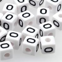 Vita bokstavspärlor kub 10mm *O*