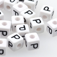 Vita bokstavspärlor kub 10mm *P*
