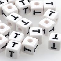 Vita bokstavspärlor kub 10mm *T*