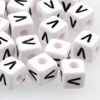 Vita bokstavspärlor kub 10mm *V*