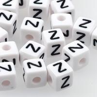 Vita bokstavspärlor kub 10mm *Z*