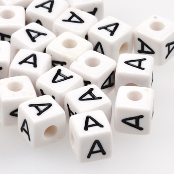 Vita bokstavspärlor kub 10mm *A*