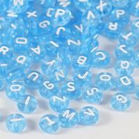 Transparenta bokstavspärlor, ljusblå