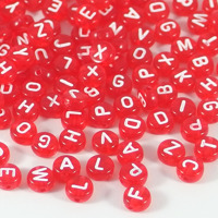 Transparenta bokstavspärlor, röd – utförsäljning