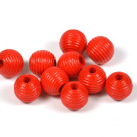 Räfflade träpärlor röd, 10mm