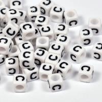 Vita bokstavspärlor kub 6mm *C*