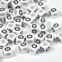 Vita bokstavspärlor kub 6mm *G*