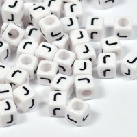 Vita bokstavspärlor kub 6mm *J*