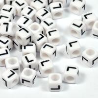Vita bokstavspärlor kub 6mm *L*