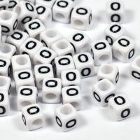 Vita bokstavspärlor kub 6mm *O*
