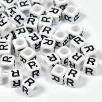 Vita bokstavspärlor kub 6mm *R*