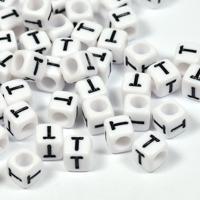 Vita bokstavspärlor kub 6mm *T*