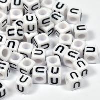 Vita bokstavspärlor kub 6mm *U*