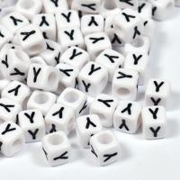 Vita bokstavspärlor kub 6mm *Y*