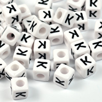 Vita bokstavspärlor kub, 8mm *K*
