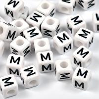 Vita bokstavspärlor kub, 8mm *M*