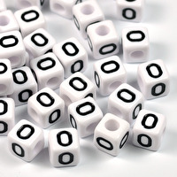 Vita bokstavspärlor kub, 8mm *O*