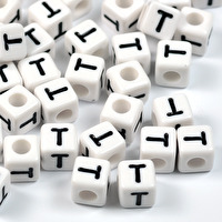 Vita bokstavspärlor kub, 8mm *T*
