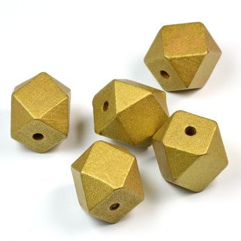 Kantiga träpärlor, guld, 20mm