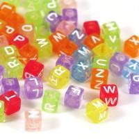 Transparenta bokstavspärlor, kub färgmix, 6mm