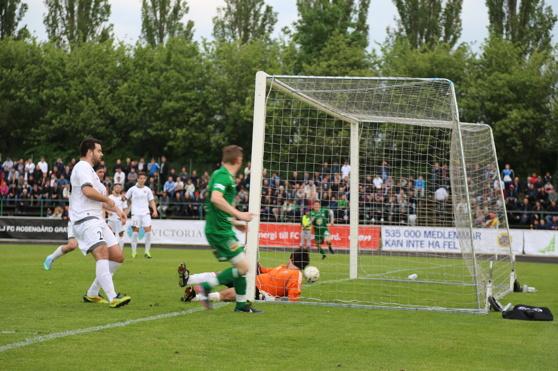Ridell gör 1-0 i förra årets möte på Rosengårds IP.
