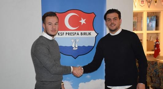 Ordförande Ercan Kerim till vänster och assisternade tränare Nesat Spahiu till höger.