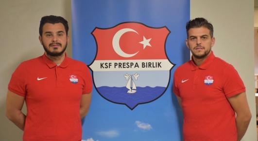 Adem Özay och Nesat Spahiu vid presentationen som nya huvudtränare för Prespa Birlik 2019.