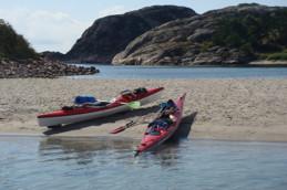 Vi har flera kajaker för uthyrning. Vacker miljö för paddling.