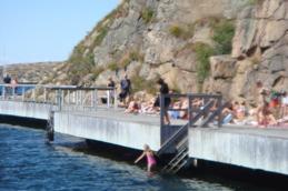 "Badbryggan vid ""Näbba"" nedanför Smögenbron."