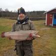 Dominik med en kraftig Regnbåge på 7,6 kg - nytt personbästa