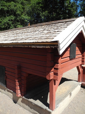 Tom näver har de lagt under spånet!!