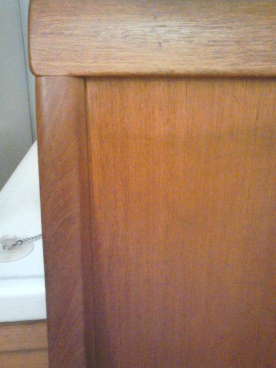Svårt att tro att det är samma gavel! Jag har bara tvättat av med lite vatten och såpa och sen vaxat.