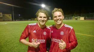 Målskytt Martin till vänster, med bror Gustav Är glada efter tre poäng. Foto:Björn Stegfeldt