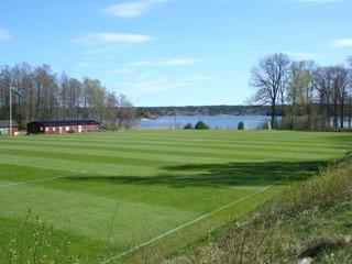 Lötvallen. Årets första och sista naturgräsmatch för Loket.